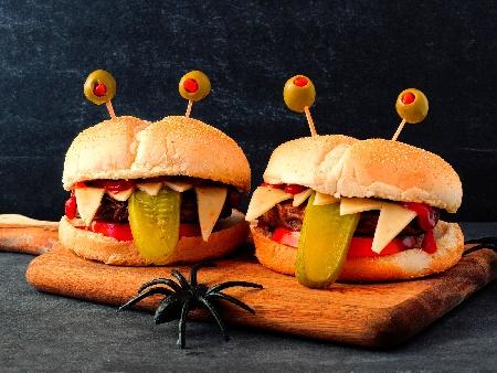 Забавни детски бургери за Хелоуин (Halloween) - снимка на рецептата